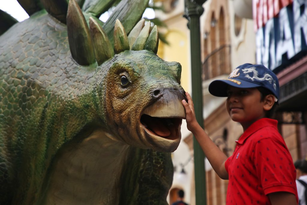 uss-jurassic-world-explore-roar-stegosaurus