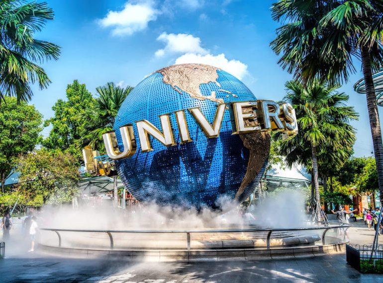 Quả cầu khói - biểu tượng của Universal Studio