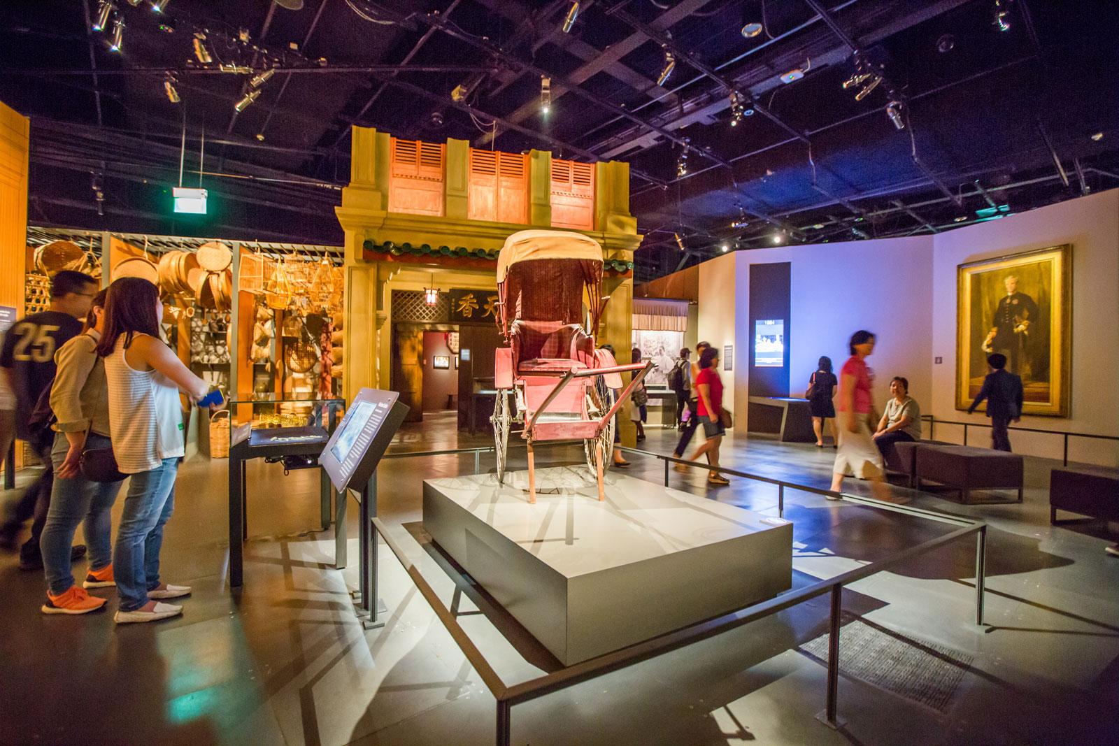 Bảo tàng National Museum lúc nào cũng đông khách du lịch như thế này!