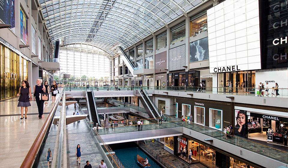 Marina Bay Shopping Mall là 1 trong những trung tâm thương mại đẹp nhất thế giới