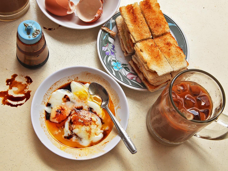 Kaya là món bánh mì bơ ăn kèm trứng lòng đào và cafe
