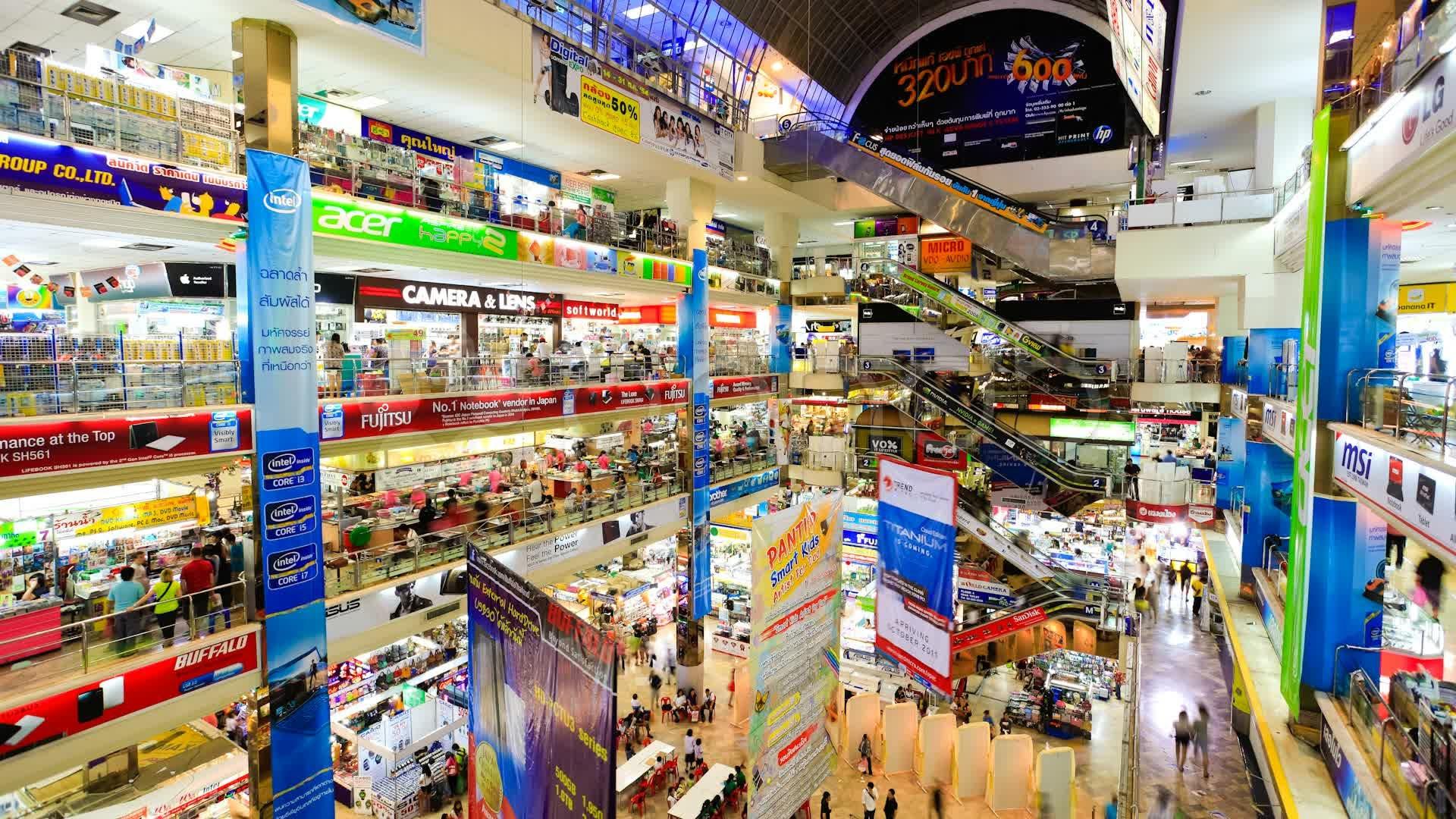 Nhiều người gọi Bangkok Thái Lan là thiên đường mua sắm bởi cực nhiều đồ mà giá cũng phải chăng