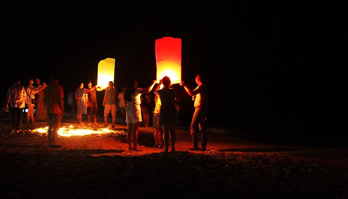 Thả đèn trời ở Sihanoukville.