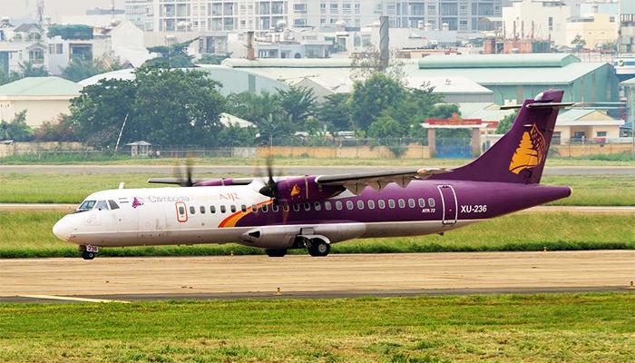 Đi máy bay là cách phù hợp nhất khi du lịch cùng người lớn tuổi và trẻ em.