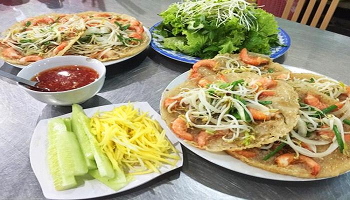 Món ăn sẽ trọn vị hơn nếu ăn kèm rau tươi cùng nước chấm thơm ngon.