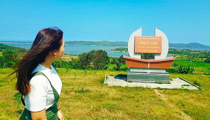 Đầm Ô Loan đã nổi tiếng gần xa nhờ khung cảnh thiên nhiên thanh bình.