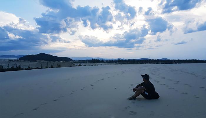 Thả hồn với biển khơi và núi rừng tại đồi cát Phương Mai.