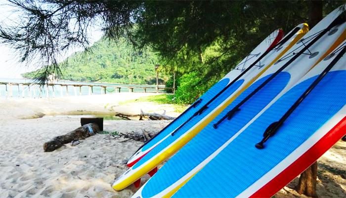 Chèo thuyền Kayak luôn được các bạn trẻ yêu thích ở bãi Robinson.