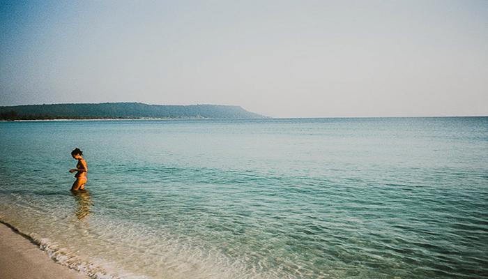 Bãi biển xanh trong sạch sẽ, thiên nhiên mát mẻ chính là nét đẹp của Koh Rong.