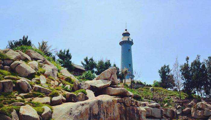 Ngọn hải đăng Mũi Đại Lãnh phát ánh sáng xa tới 27 hải lý.