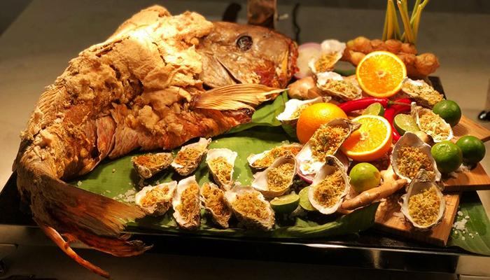 Món cá được bày trí ngon mắt và hấp dẫn.