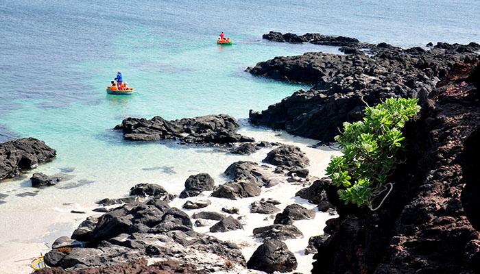 Đảo Bé ở Lý Sơn mang lại cho du khách cảm giác an bình mỗi khi đặt chân đến đây. Nguồn: zing.vn
