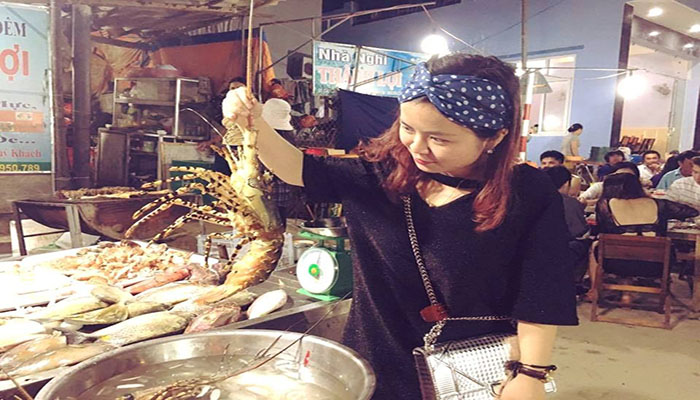 Bạn tha hồ lựa chọn cho mình các loại hải sản tươi ngon tại chợ nhé. Nguồn: blogspot.com