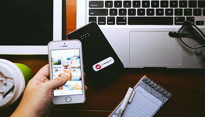Trang bị cục phát wifi di động sẽ giúp bạn chủ động trong các tình huống cần kết nối internet. Nguồn: weefeego.com