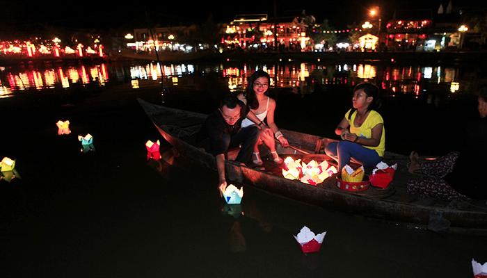 Nhiều cặp đôi tham gia trải nghiệm này để lưu giữ lại những khoảnh khắc hạnh phúc. Nguồn: www.chudu24.com