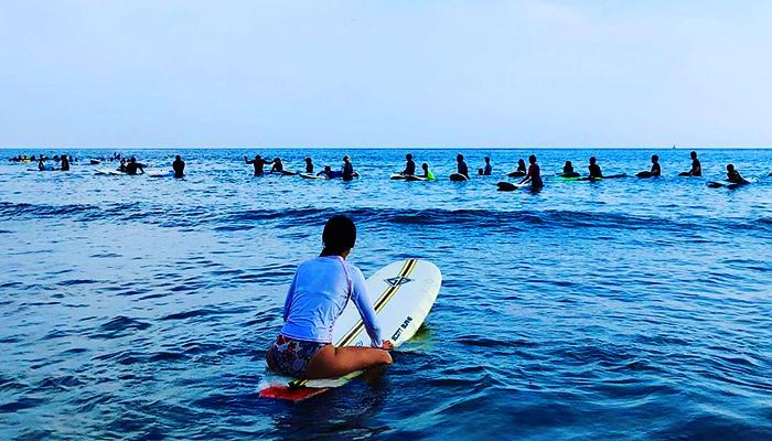 Trải nghiệm lướt ván tại biển Jungmun.