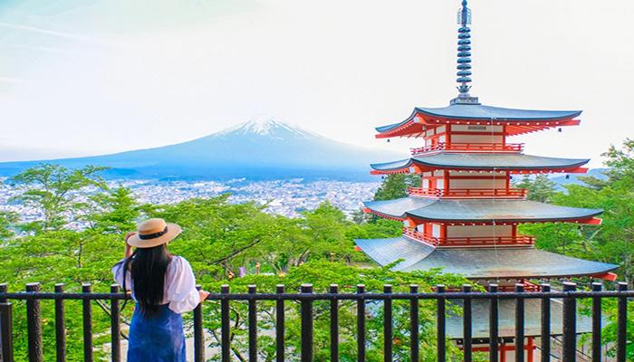 Ngoại ô Tokyo còn có rất nhiều cảnh đẹp nên thơ. Ví dụ như Núi Phú Sĩ, Hồ Ashi,... Nguồn: mysuitcasejourneys.com