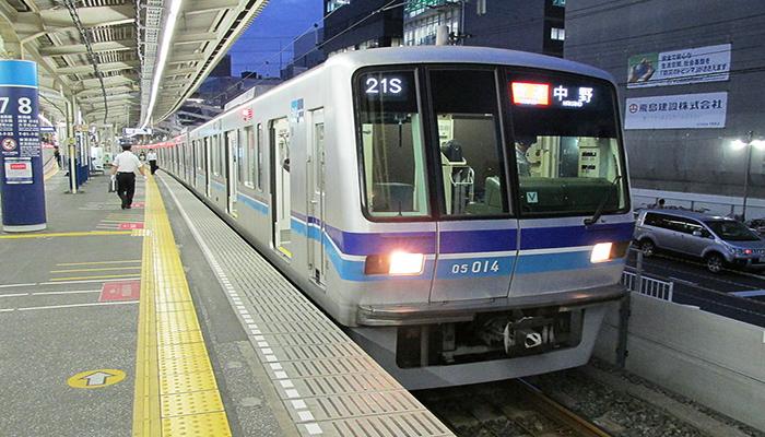 Tàu Tokyo Subway là một phương tiện di chuyển phổ biến tại Tokyo. Nguồn: binauraldiaries.co.uk