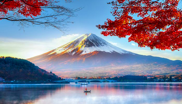 Núi Phú Sĩ là ngọn núi linh thiêng của người Nhật Bản.