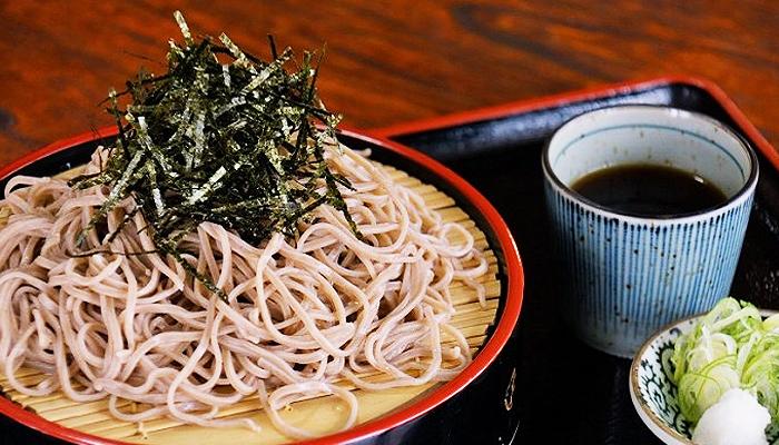 Ngoài ra. đừng quên thưởng thức món mì soba lẫy lừng ở khu vực núi Phú Sĩ nha.