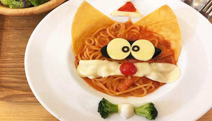 Món mỳ Ý cũng được biến tấu thành mặt chú mèo máy độc đáo và ngộ nghĩnh. Nguồn: balodeplao.com