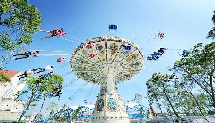 Trải nghiệm cảm giác xoay vòng trên không trung với trò Swing Tree tại Vinpearl Land Nam Hội An. Nguồn: vnvillas.net