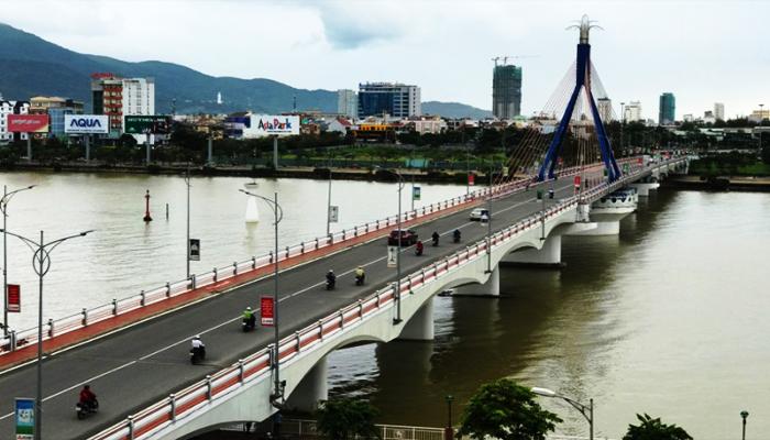 Góc nhìn toàn cảnh ban ngày của cầu Quay. (Nguồn: duansunrisebaydanang.com)