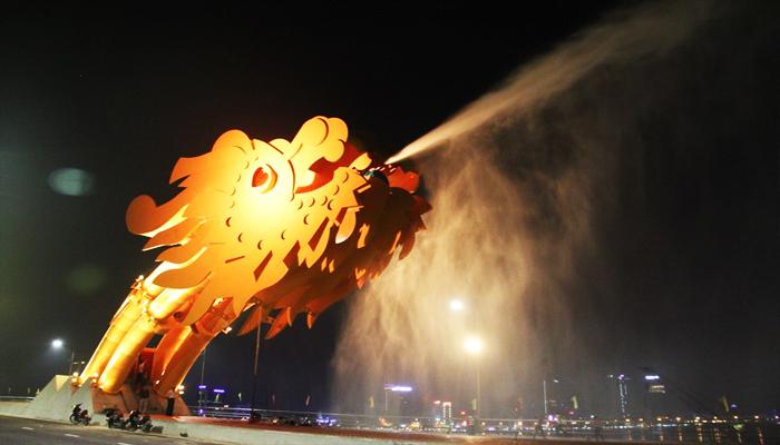Ấn tượng với các màn trình diễn của chính chiếc cầu. (Nguồn: duansunrisebaydanang.com)