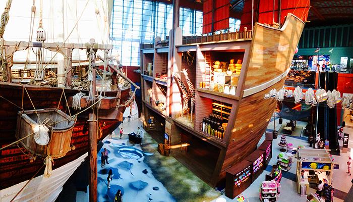 Nhờ vào tỉ lệ lớn mà mô hình mô phỏng được hoàn toàn nội thất bên trong tàu thật.