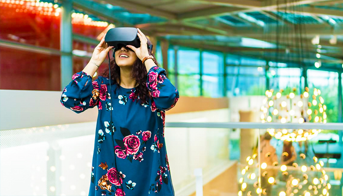 Bạn sẽ có cái nhìn cực kì mới mẻ khi khám phá nghệ thuật qua kính thực tế ảo.