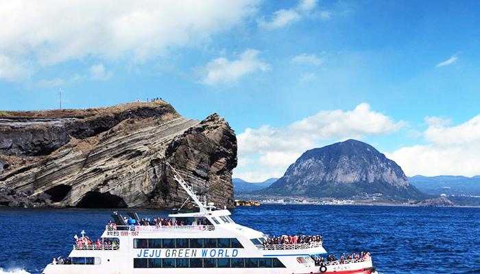 Tham quan Công viên địa chất toàn cầu Jeju trên chiếc du thuyền hiện đại.