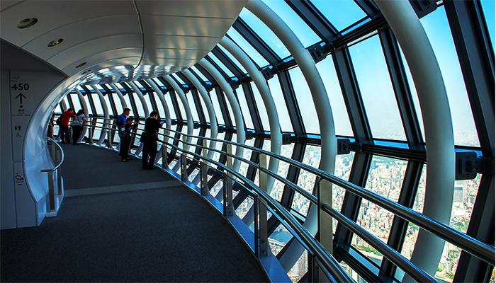 Lối kiến trúc hành lang cuộn cho bạn trải nghiệm cảm giác đi bộ lên tới độ cao 350m hoặc 450m. (Nguồn: staticflickr.com)