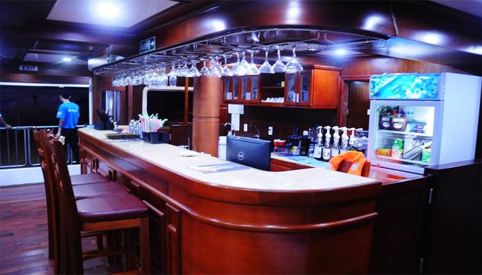 Quầy bar hoài cổ bên trong Merryland. (Nguồn: veduthuyendanang.com)