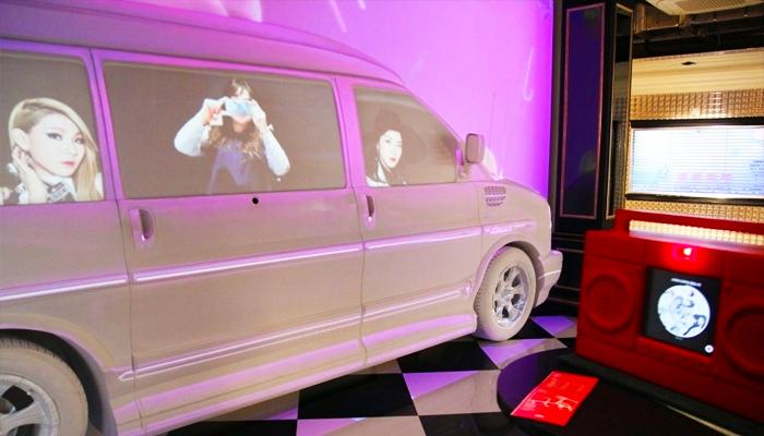 Các nhóm nhạc nổi tiếng như Big Bang hay 2NE1 xuất hiện qua các giao diện 3D cực kì sống động.
