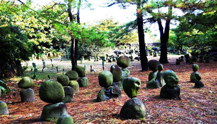 Những tảng đá ở Jeju trong công viên Hallim có hình dạng vô cùng độc đáo.