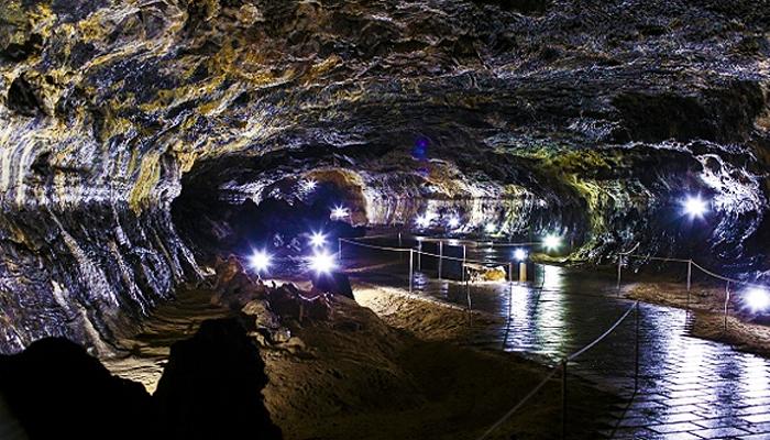 Những hang động ở Jeju đều được hình thành do dòng chảy của dung nham đi qua.