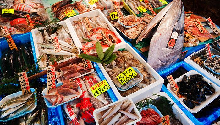 Các mặt hàng tươi ngon tại chợ.