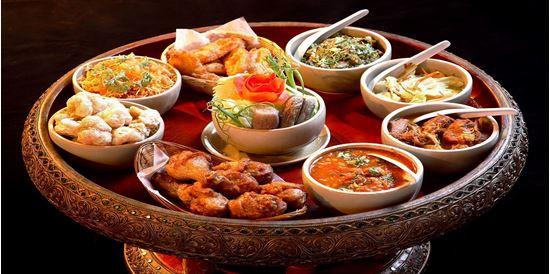 Kết quả hình ảnh cho bữa ăn truyền thống Thái Lan Khantoke