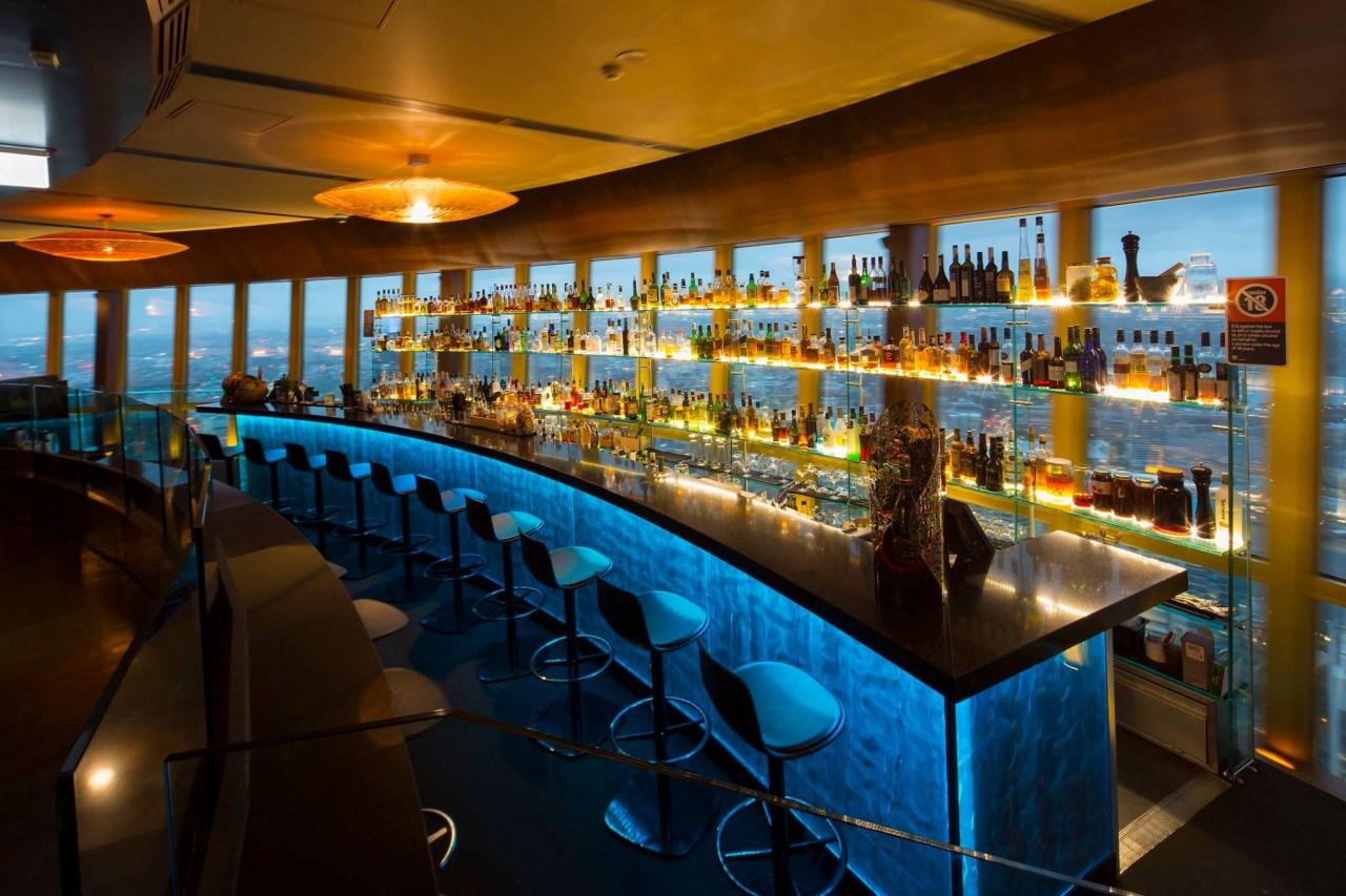 Ăn trưa tại nhà hàng 360 Bar và Dining ở Sydney Tower