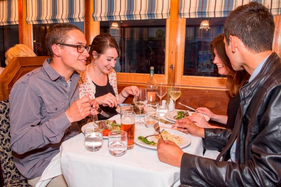 Ăn tối tại nhà hàng xe điện Christchurch