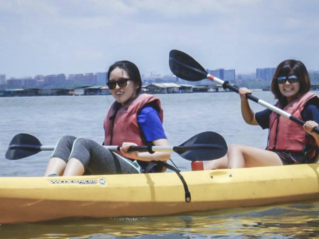 Chèo kayak ở đảo Ketam