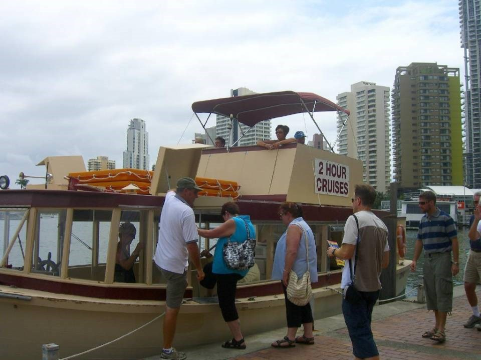 Crab catching and Gold Coast Broadwater Tour