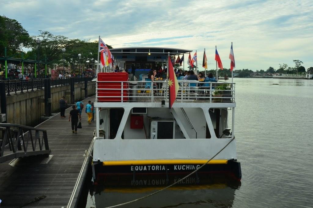 Đi thuyền Ngắm Mặt trời Lặn ở Sarawak