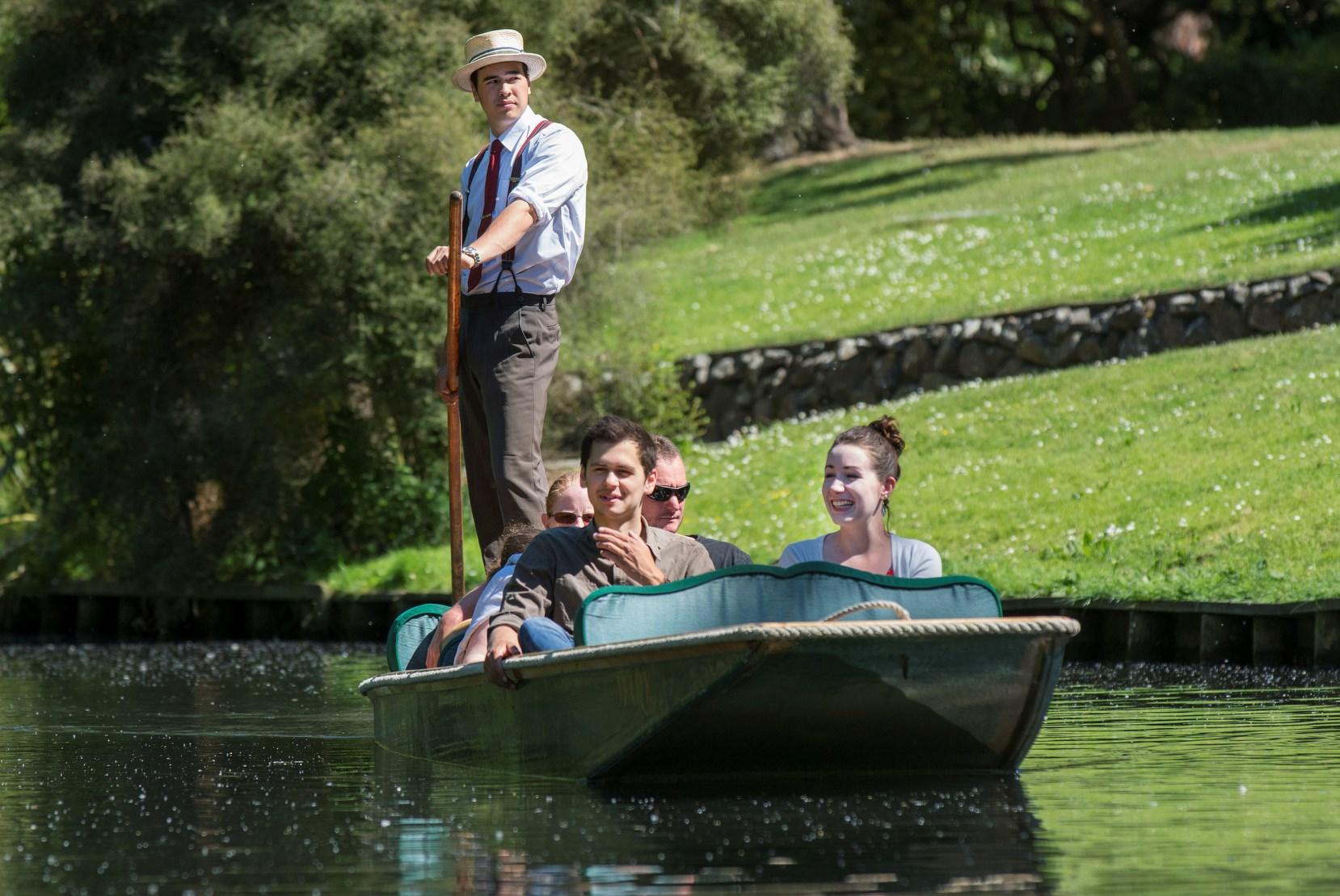 Đi thuyền trên sông Avon