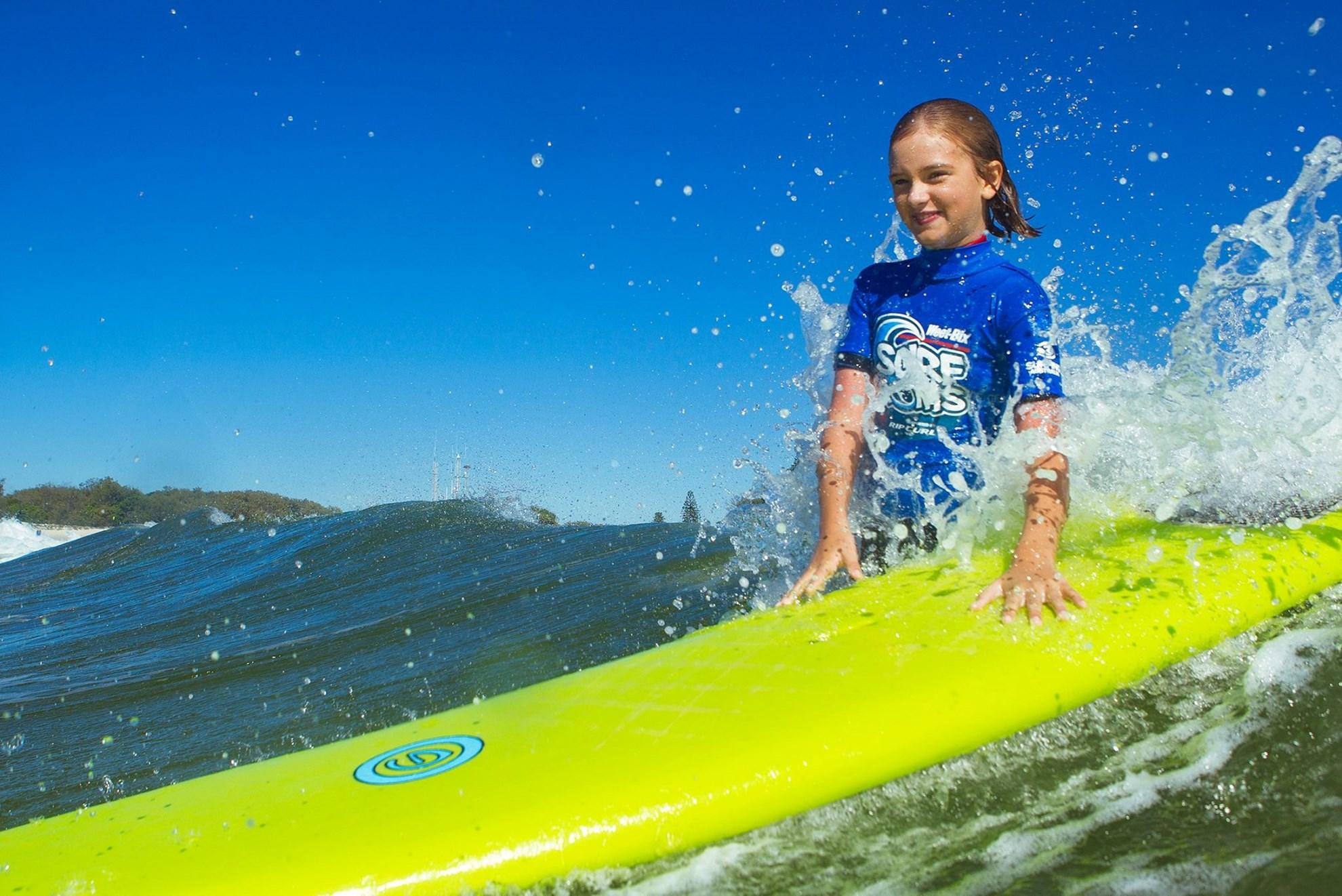 Học lướt ván tại Surfers Paradise Beach