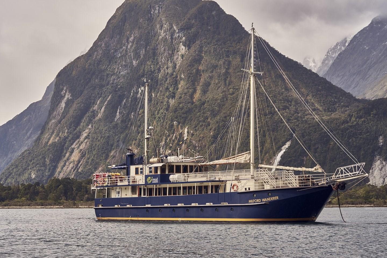 Tour đi thuyền ở Milford Sound, khởi hành từ Queenstown